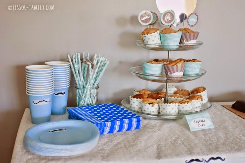 gobelet bleu présentoir a cupcake