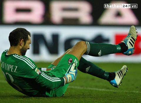 Diego Lopez từng bại trận trước tài năng chỉ có 17 tuổi.