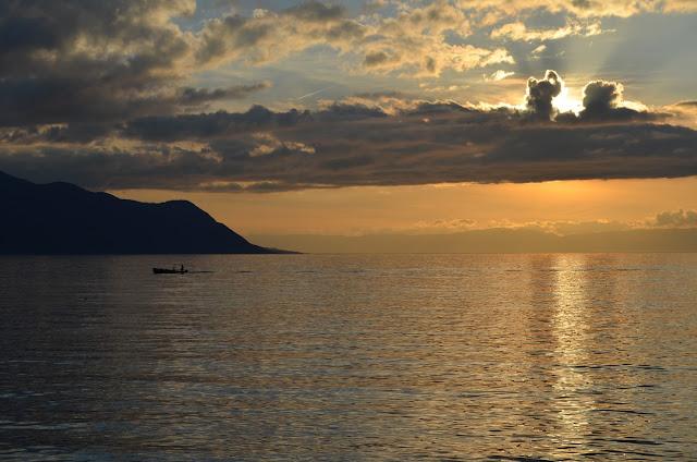 pôr do sol no Lago Léman