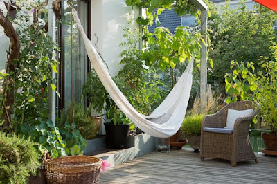 gartenblog geniesser garten ueberdachte terrasse im geniessergarten gartenfotografie mit. Black Bedroom Furniture Sets. Home Design Ideas