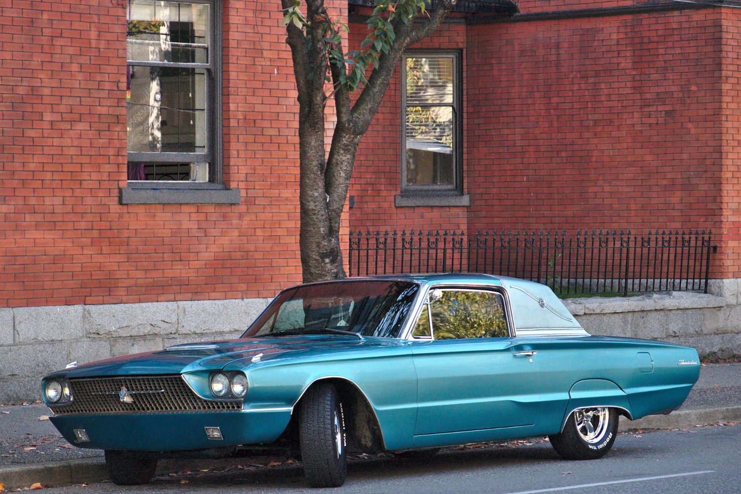 old parked cars vancouver 1966 ford thunderbird. Black Bedroom Furniture Sets. Home Design Ideas