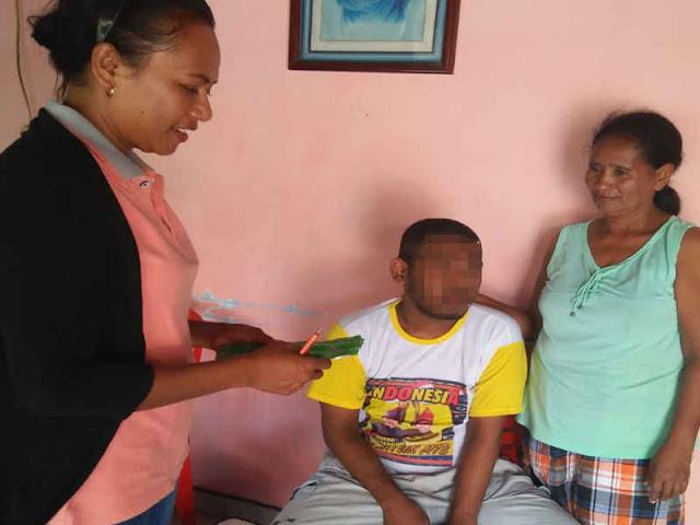 Marta Sambonu diantara Merawat Pasien Gangguan Jiwa dan Dampingi Suami di Perbatasan