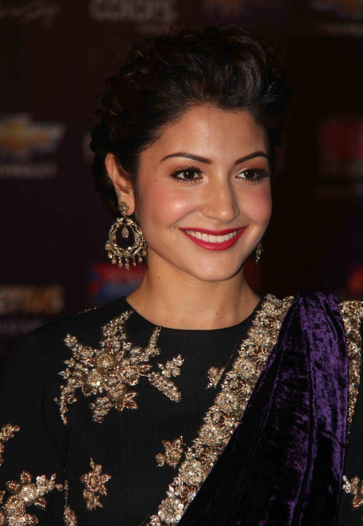 Anushka Sharma Saree: Anushka Sharma New Latest Wallpapers 2012 Apsara Awards