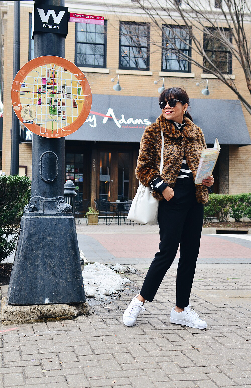 Cropped pants with sneakers street style