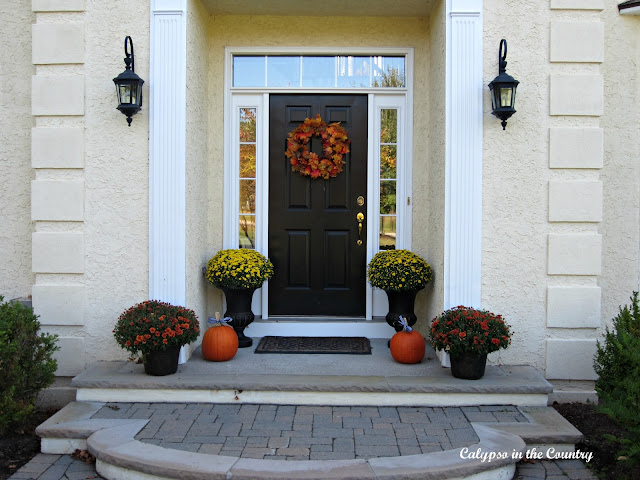 Fall Porch Ideas - mums, urns and pumpkins!