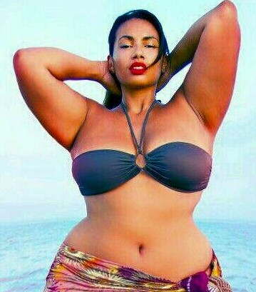 This Endowed Lady Wants You Guys To See Her Body