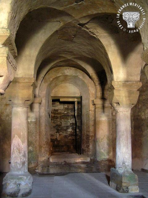 NORROY-LE-VENEUR (57) - Crypte romane de l'église Saint-Pierre (1050)