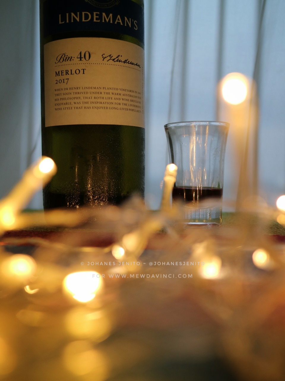 Segelas wine minuman anggur