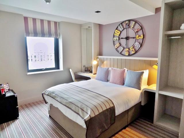 The Village hotel room in Edinburgh