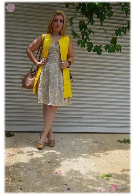 look-do-dia-colete-amarelo-blog-jeito-de-vestir-street-style