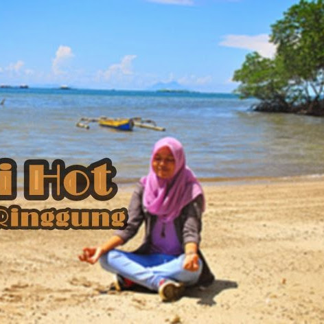 Sensasi Hot Pantai Sari Ringgung