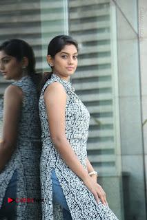 Telugu Television Actress Karuna Latest Pos In Denium Jeans  0016.JPG