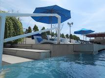Berenang Di Kolam Aquarium Atanaya Hotel Bali