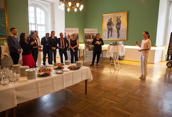 Crown Princess Mary attended a reception of 10th anniversary of establishment of Intergroup Parliamentarian Network. Pricess Mary wore pants, blouse, shoes style