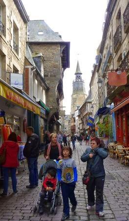 Rue de l'Horlage, Dinan.