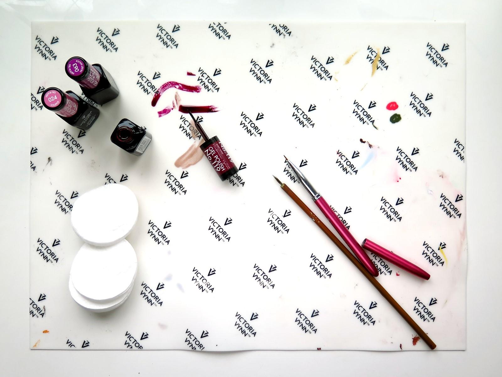 Silikonowa mata Victoria Vynn – recenzja i naklejki na paznokcie DIY