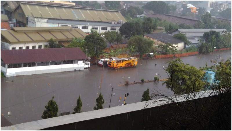 Stasiun Hall Bandung kebanjiran