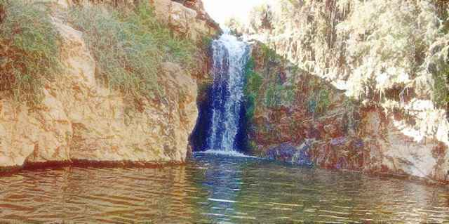 يأخذك طريق طويل ومتعرج من شبيكة إلى تمغزة، أكبر واحة جبلية في تونس. وتشتهر بشلالات المياه الصافية والينابيع الطبيعية.