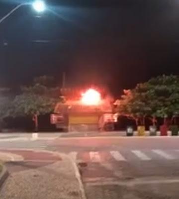 Quiosque pega fogo na Praia do Pecado em Macaé