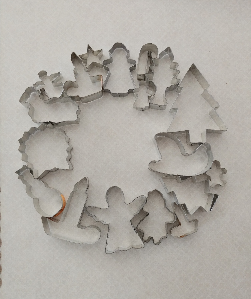 lay out the cookie cutters in a wreath shape