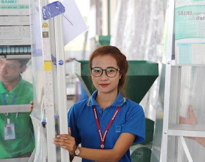 Class 1A Class 1AA Heavy Duty Ladders Thailand English Store Staff