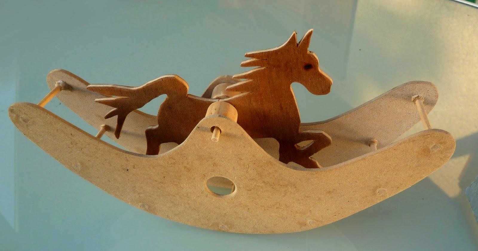 jouet rustique le cheval bascule. Black Bedroom Furniture Sets. Home Design Ideas