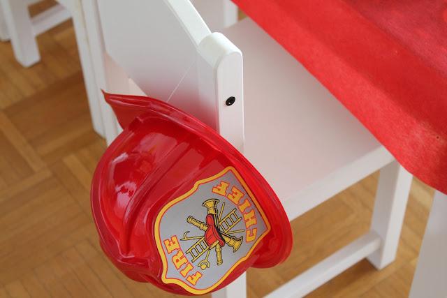 Feuerwehr Geburtstag Kindergeburtstag Feuerwehrmann Sam Jules kleines Freudenhaus Kindertisch Feuerwehrhelm