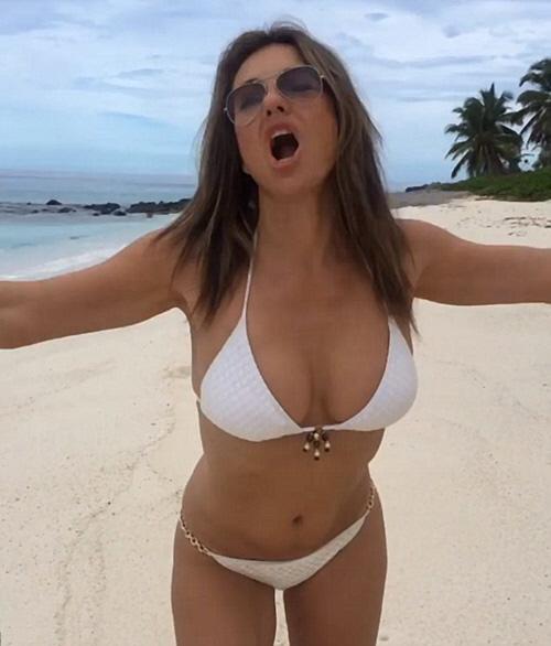 elizabeth-hurley-bikini-greece-4
