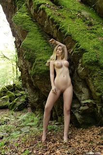 Twerking blondes - Acacia-S01-017.jpg