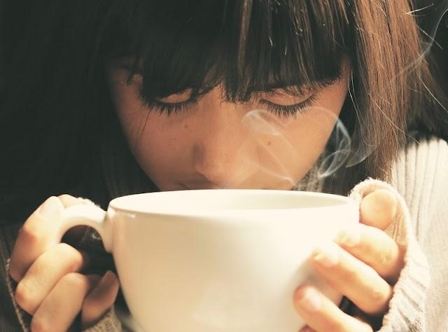 ما هي فوائد شرب الماء الساخن ؟