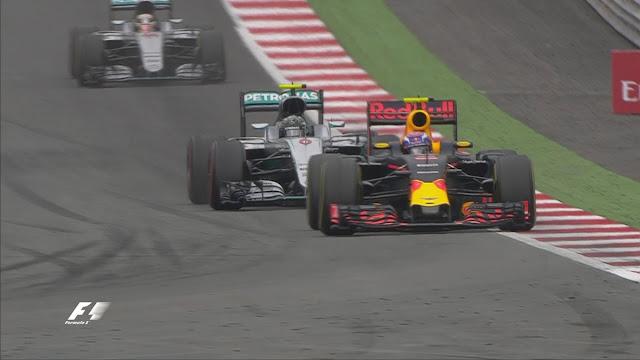 Balapan mulai menegangkan bagi Mercedes, namun seru bagi penonton. Rosberg yang berada di posisi 2 dan Hamilton ke-3, berusaha menyalip Verstappen yang sedang memimpin.