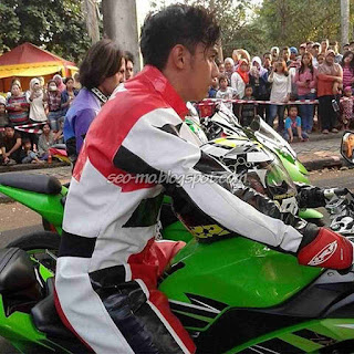 Foto Immanuel Caesar Hito Naik Motor Syuting Anak Jalanan