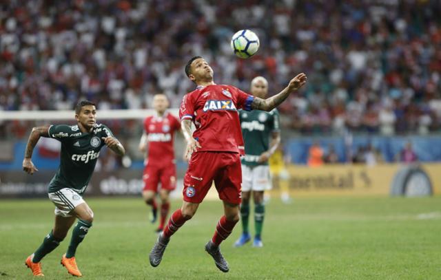 Em jogo marcado por uso do VAR, Bahia e Palmeiras empatam sem gols