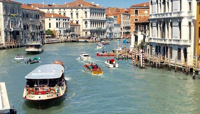 Vaporettos em Veneza