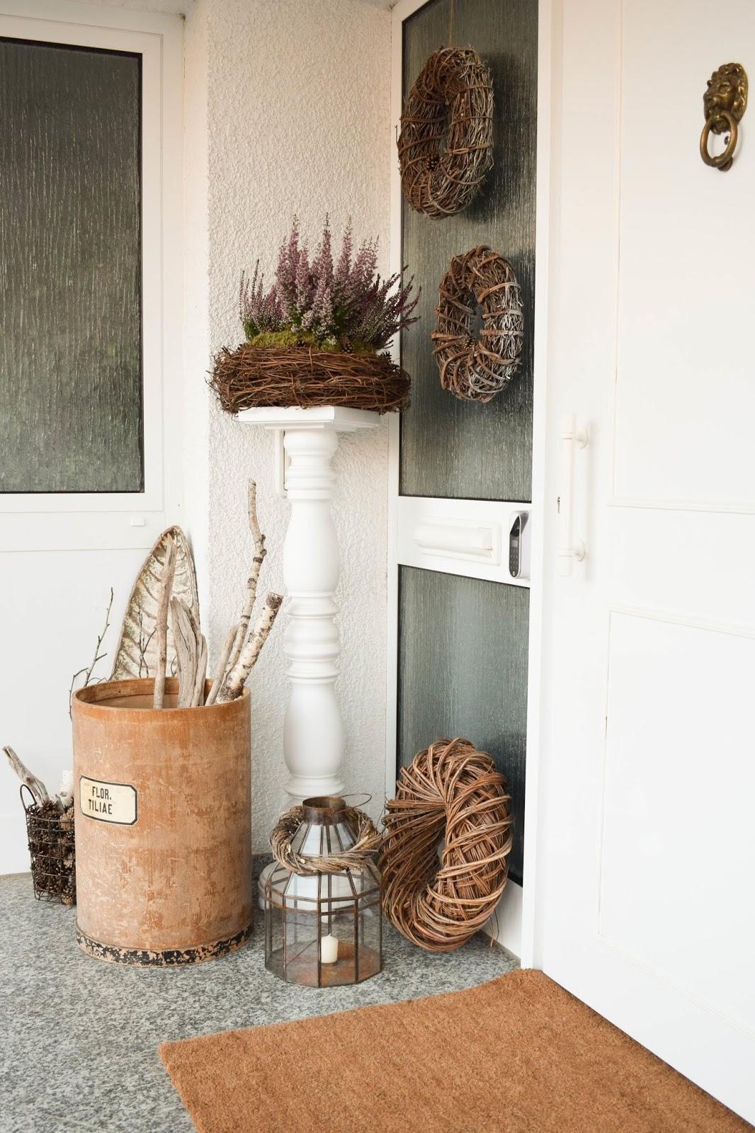 Herbstdeko Dekoidee Herbst Kränze Eingang Tür natürlich dekorieren Renovierung Tür, Eingang, Diele. Yale Entr Smartlock: smartes Türschloss für Haustüre. Renovierung Schliesssystem und intelligente Schliessloesung. Smart Home Ideen