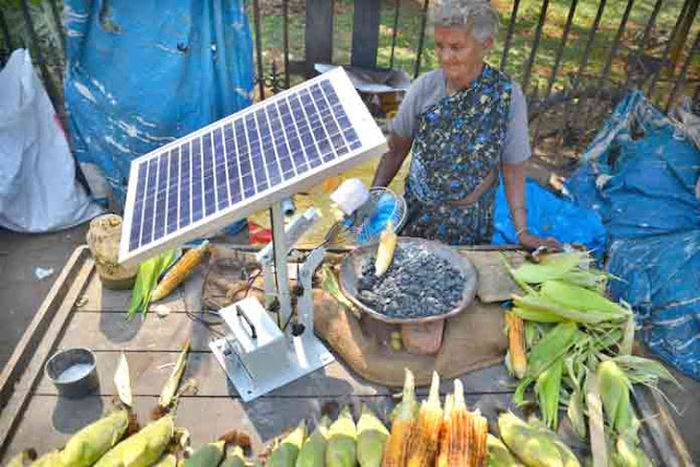 75 वर्ष की ये अम्मा सौर ऊर्जा से भुनती हैं भुट्टा, दोगुनी हुई आमदनी