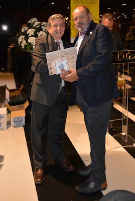 Luis Ignacio Rollán Infiesta recoge el premio a su colección en la EXFILNA 2016