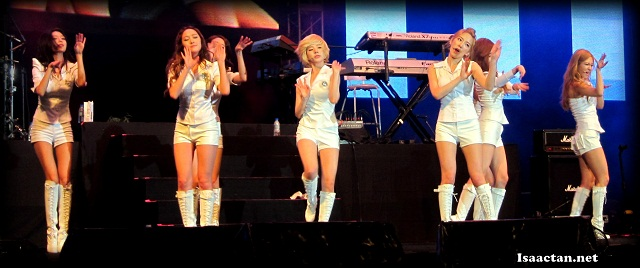 SNSD (Girl's Generation) Twin Towers Live 2012