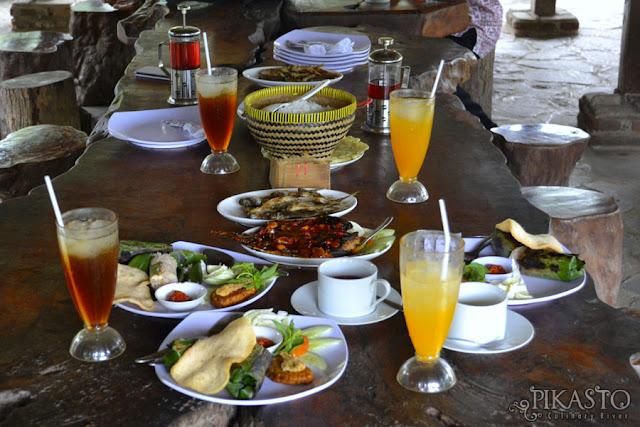 Makan Enak di Tepi Sungai Serayu, Kafe Pikasto