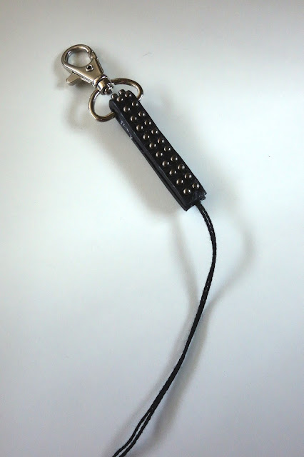 upcycle broken belt, recycle, blah to TADA!, crafts, black belt, bag charm, beads, tassel