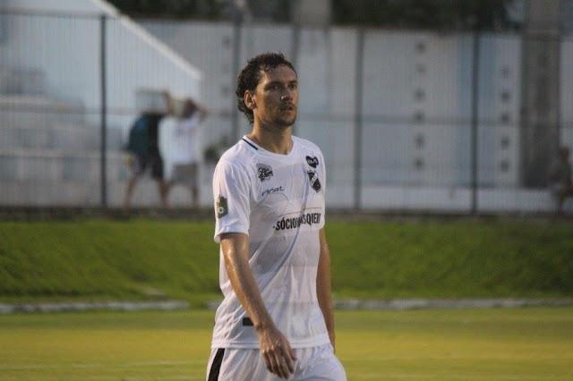 """""""Uma vitória para dar moral"""", diz zagueiro Gustavo Bastos, do ABC, após goleada diante do River"""