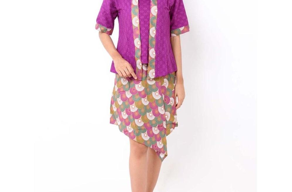 Model Baju Batik Wanita Gemuk Pendek Agar Terlihat Tinggi Dengan Memilih Rok Pendek
