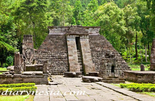 Best Places to Visit in Karanganyar, sukuh temple in karanganyar, most famous temple in Indonesia, diarynesia