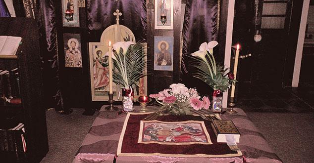 """Велики Петак на Косову и Метохији прослављен је достојанствено а у катакомбном храму """"Свети Сава"""" на КиМ, он добија и ноту узвишене симболике која осликава пут Цркве од првих дана њеног оснивања."""