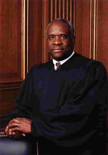 Clarence Thomas hace intervención rara durante los argumentos de la Corte