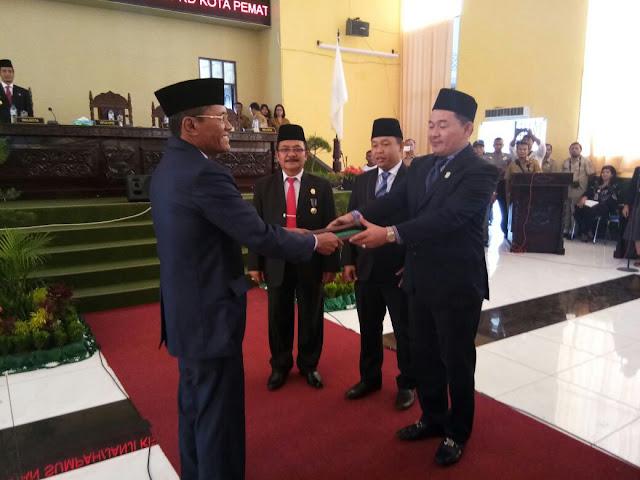 Marulitua Hutapea dilantik menjadi ketua DPRD Yang sebelumnya di pegang oleh Eliakim simanjuntak