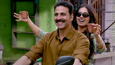 Akshay Kumar & Bhumi Pednekar Cute Smile HD Photo