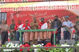 Benhur Tomi Mano Buka Festival Crossborder Skouw Untuk Negeri