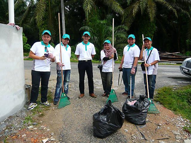 Gambar Blogger Gotong Royong Petronas di Perak