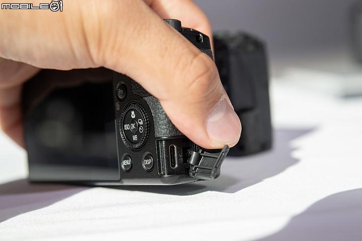 В Ricoh GR III используется USB Type-C